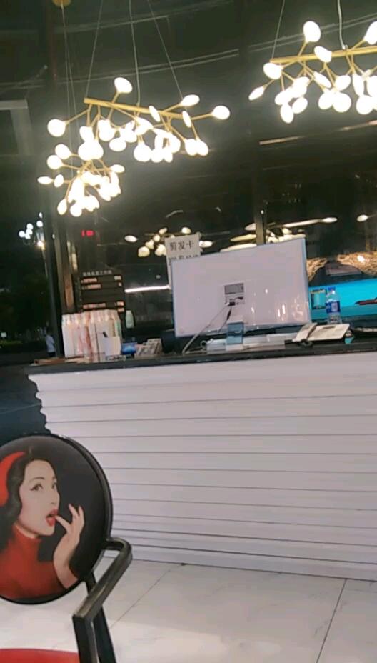 理发店都开完会了我老婆还在弄头发 西安观赏鱼信息
